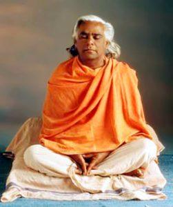 vishnudevananda-251x300 Charla de Swami Vishnudevananda sobre la comercialización del yoga (1985)